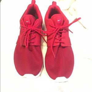 Nike Red Roshes One se /size 8 Men